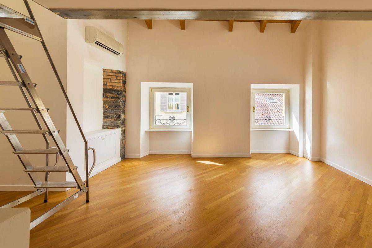 appartamento luminoso con soppalco
